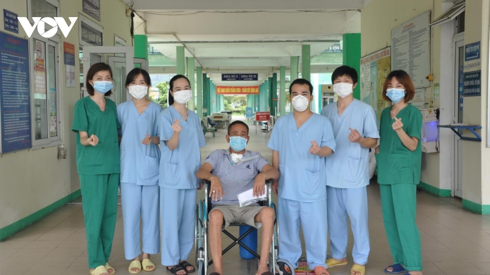 Bệnh nhân COVID-19 diễn biến nặng cuối cùng ở Đà Nẵng xuất viện