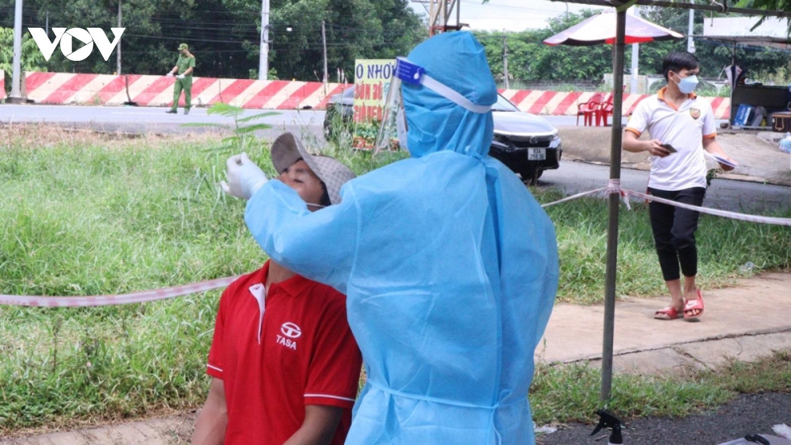 Test nhanh, nhiều tài xế dương tính với SARS-CoV-2 khi vào địa bàn Bình Phước