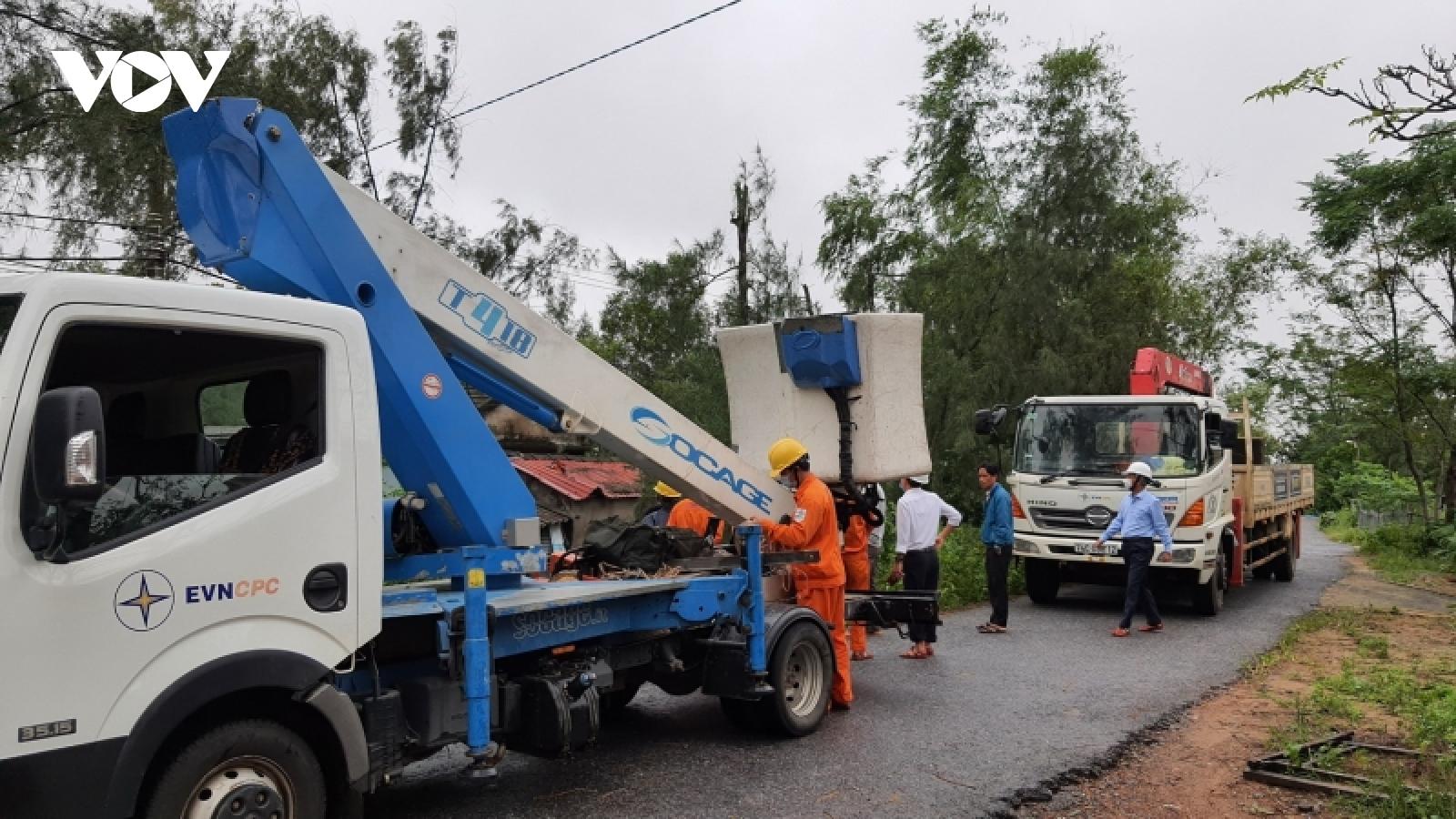 Khẩn trương khắc phục sự cố mất điện do mưa lũ ở Quảng Trị