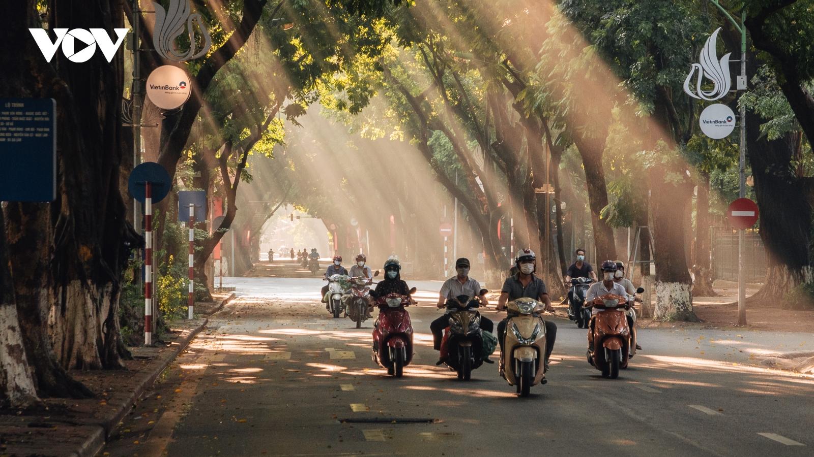 Ngỡ ngàng ngắm phố Phan Đình Phùng ngày cuối thu