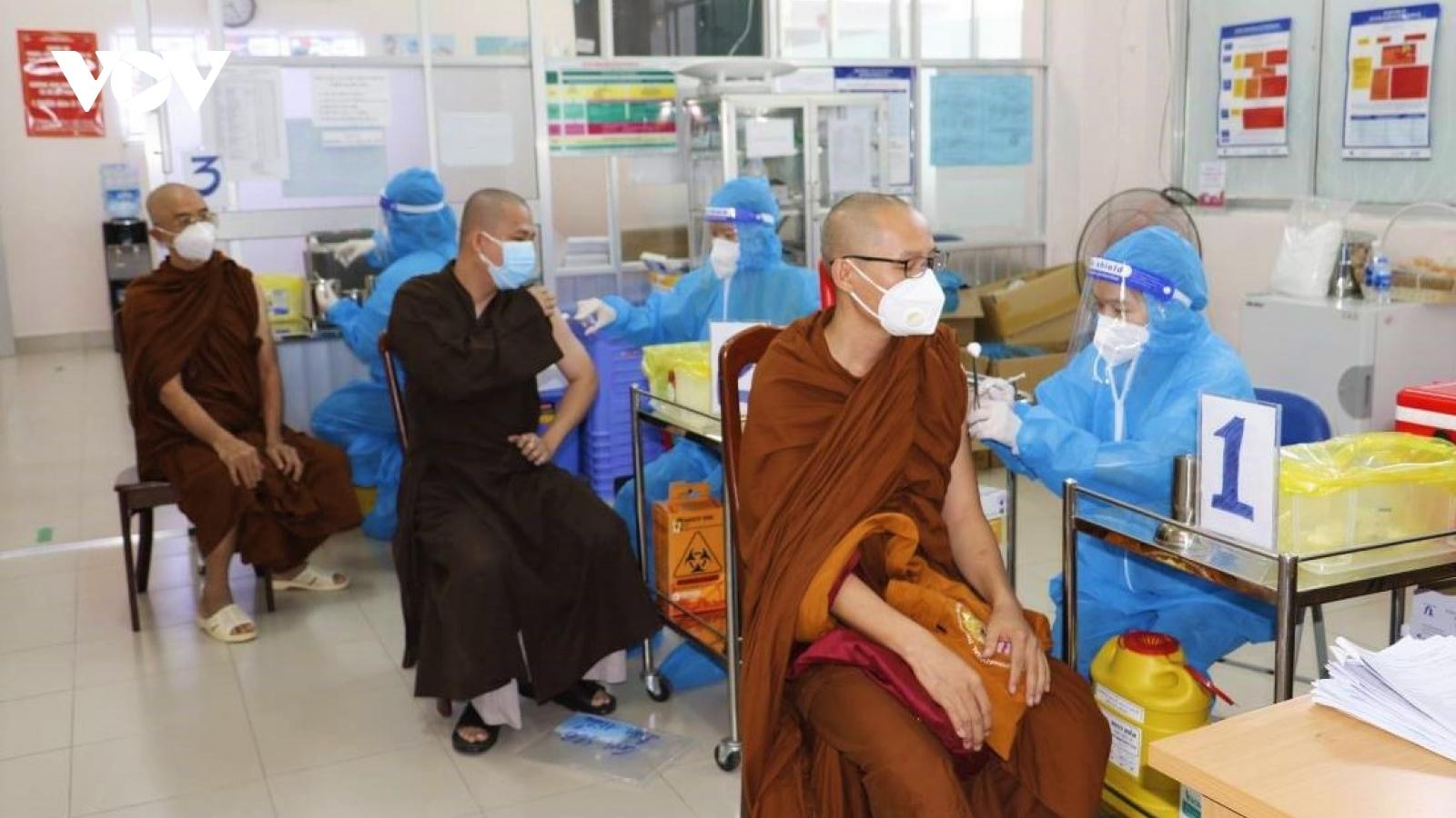 Cần Thơ tiêm vaccineCOVID-19 cho hơn 500 chức sắc, chức việc các tôn giáo