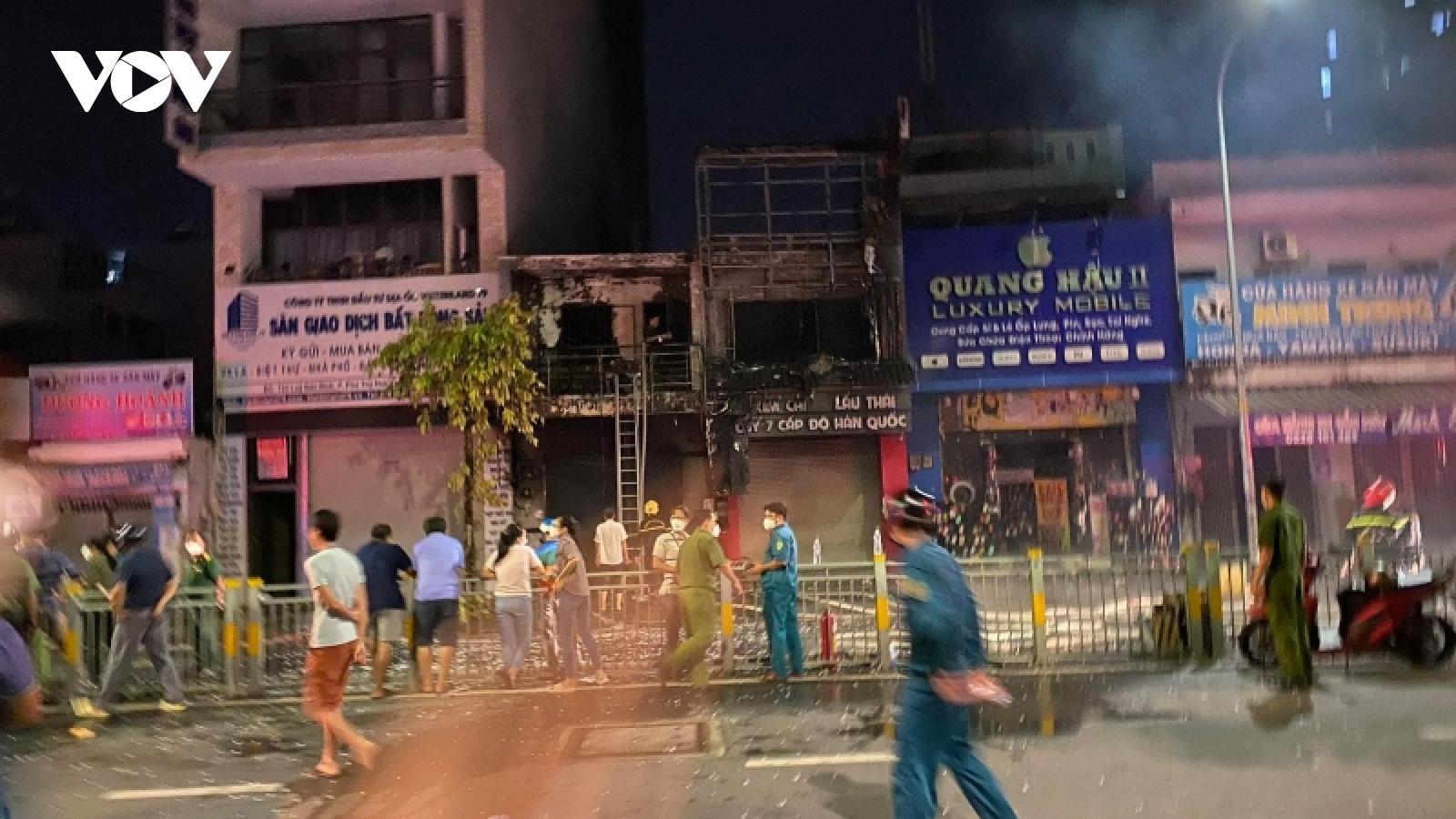 Hỏa hoạn thiêu rụi 2 căn nhà, 5 người may mắn thoát nạn