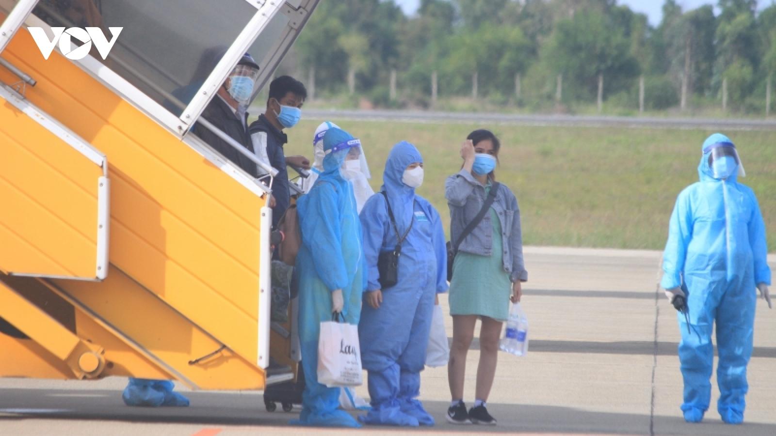 Thừa Thiên Huế đón hơn 230 người về quê bằng máy bay