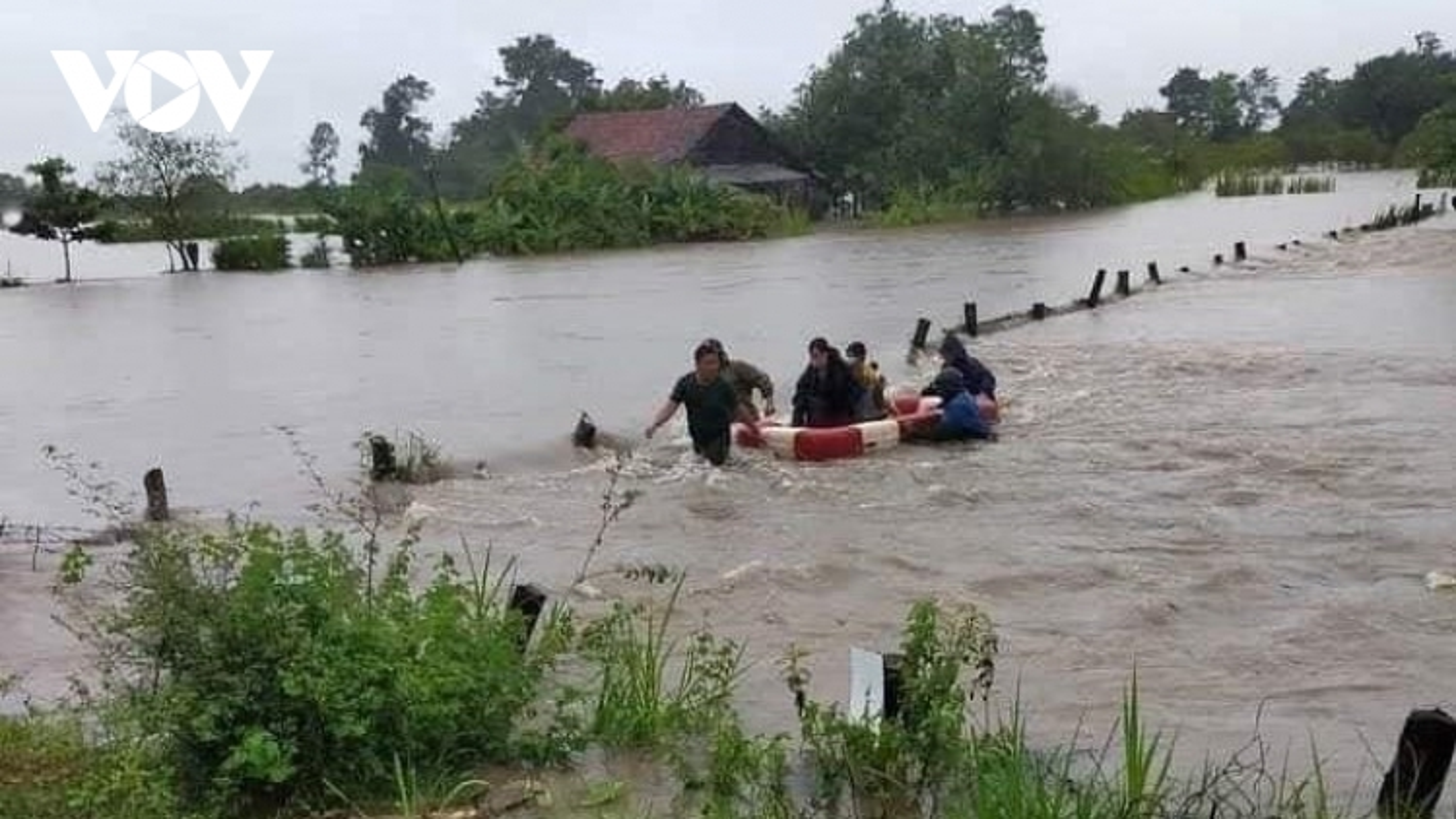Mưa lớn gây ngập lụt, chia cắt nhiều khu dân cư ở Đắk Đắk