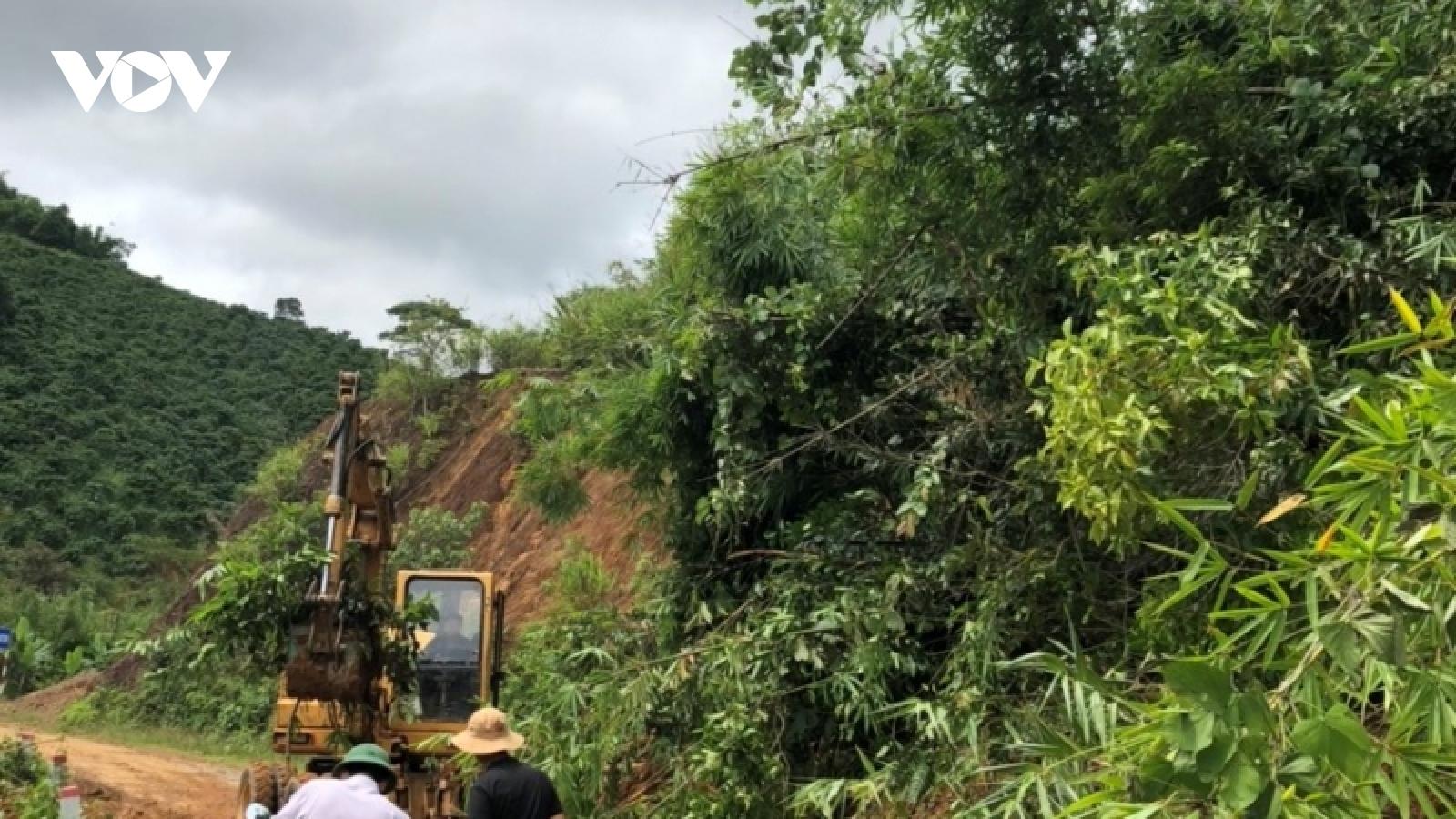 Mưa lũ gây sạt lở một số tuyến đường và ngập lụt cục bộ tại Đắk Nông
