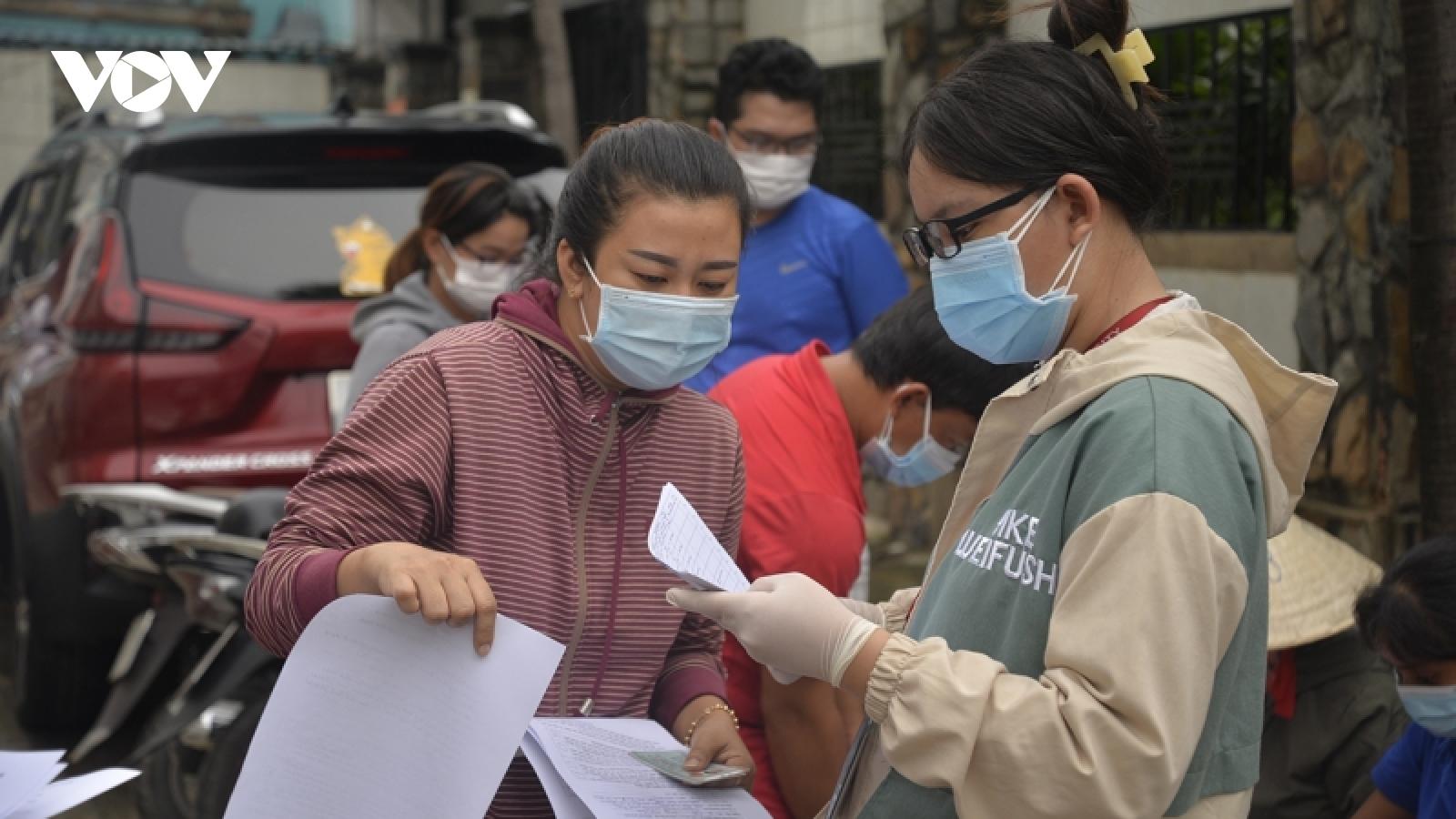 """Giám đốc Sở LĐ-TB-XH TP.HCM lí giải về phát ngôn """"chưa có ai thiếu ăn, khốn khổ vì dịch"""""""