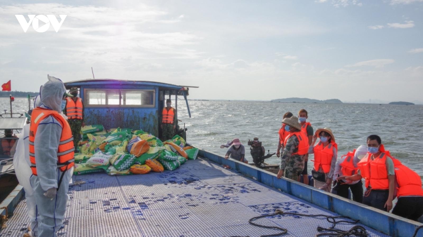 Quảng Ninh bàn giao phương tiện bị trôitrên biển cho ngư dân Trung Quốc