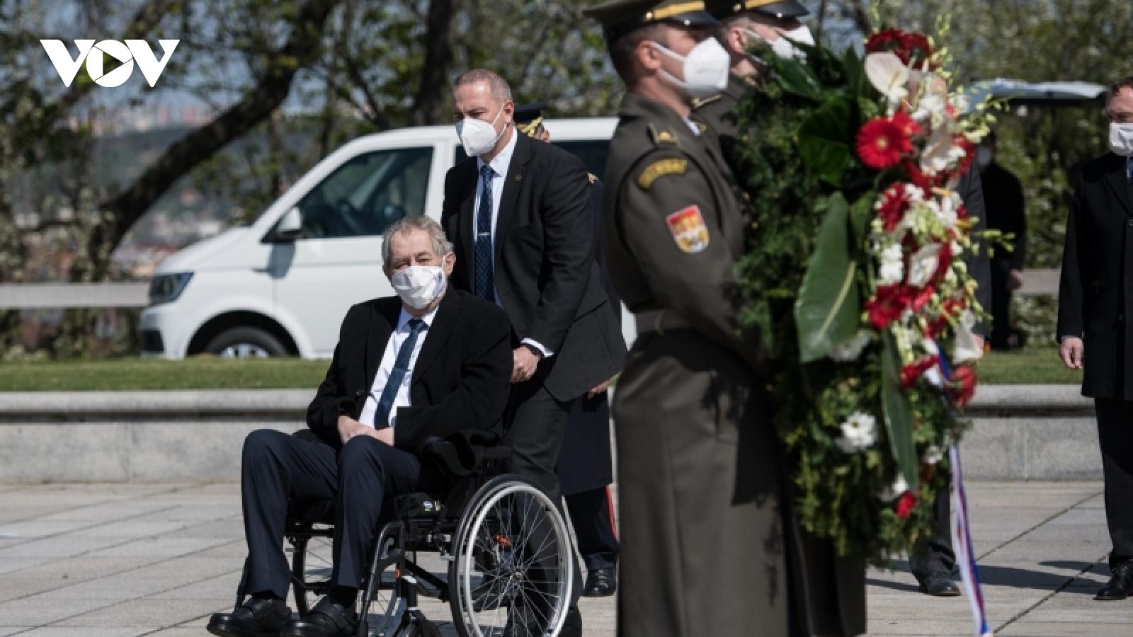 Séc sẽ thay thổi một số nghi thức trong ngàyQuốc khánh do sức khỏe của Tổng thống