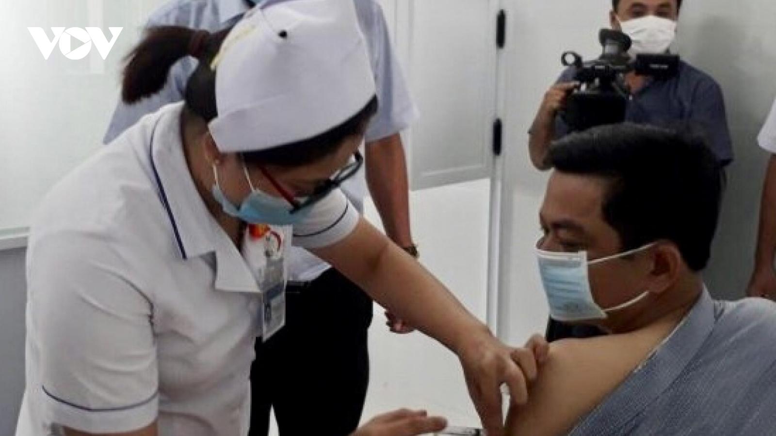 Tiêm vaccine Covid-19 cho con dưới 18 tuổi, một phó giám đốc ở Bạc Liêubị kỷ luật