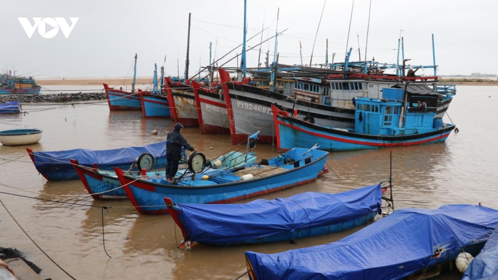 Phú Yên, Bình Định khẩn trương ứng phó áp thấp nhiệt đới, khắc phục hậu quả thiên tai