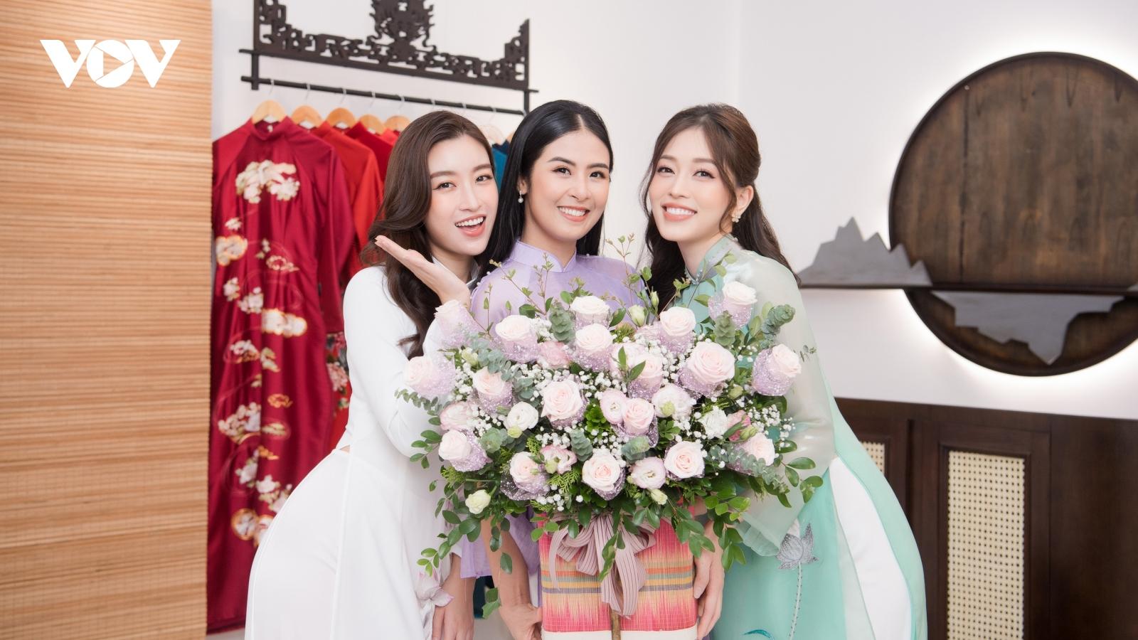 Đỗ Mỹ Linh, Phương Nga chúc mừng Hoa hậu Ngọc Hân khai trương cửa hàng áo dài mới