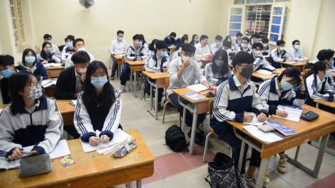 Students head back to school amid tight anti-coronavirus measures