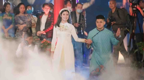 Hanoi's Temple of Literature hosts Ao Dai fashion show