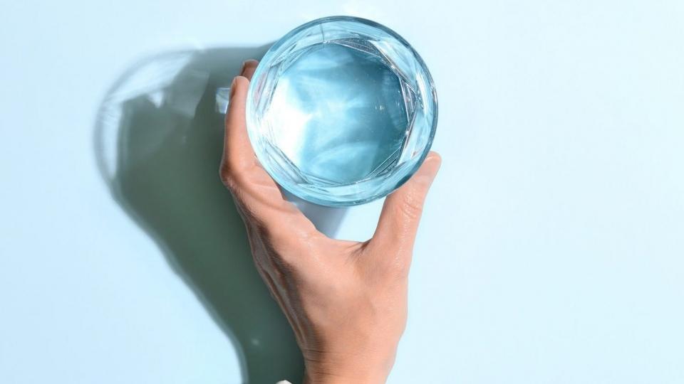Dấu hiệu cho thấy bạn uống quá nhiều nước