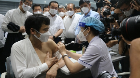 HCM City launches historic COVID-19 vaccination campaign