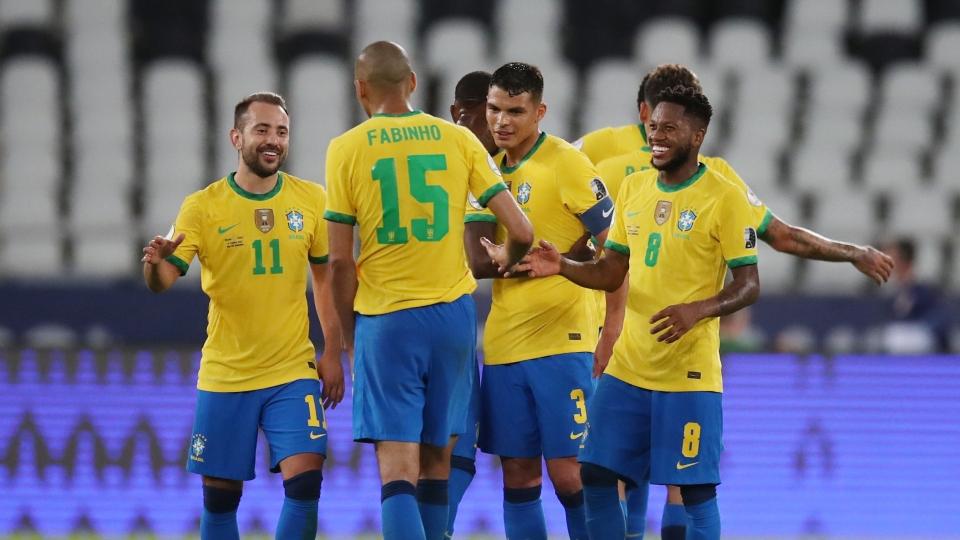 """Bảng xếp hạng Copa America 2021 mới nhất: Brazil vào tứ kết, Argentina """"nín thở"""" chờ đợi"""