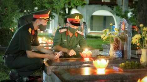 Youths pay tribute to fallen soldiers on martyrs' day
