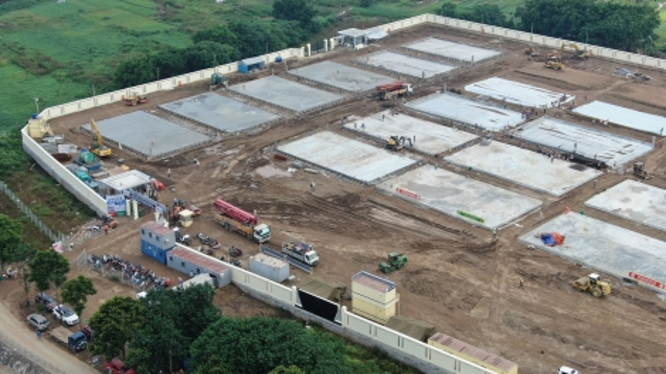 Bệnh viện dã chiến quy mô lớn đang được xây dựng ở Hà Nội