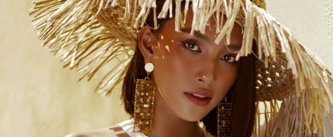 Hoa hậu Tiểu Vy đẹp rực rỡ giữa nắng vàng, biển xanh Phú Quốc