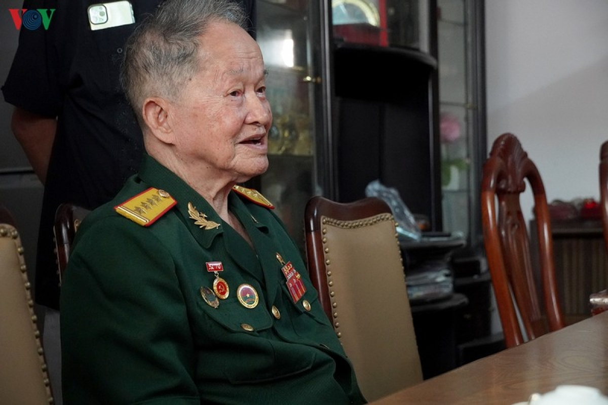 Đại tá, AHLLVTND Nguyễn Văn Tàu năm nay đã 92 tuổi cảm ơn sự quan tâm của Đảng, Nhà nước.