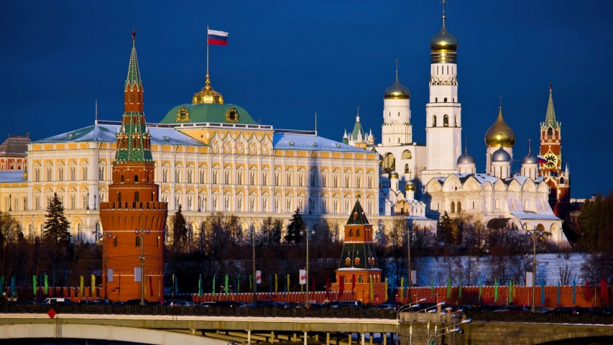 154621_moscow_city_kremlin_bridge_capital_russia_flag_59197_3840x2400.jpg