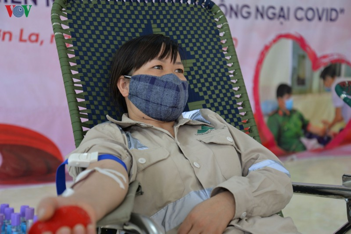 vov hiến máu