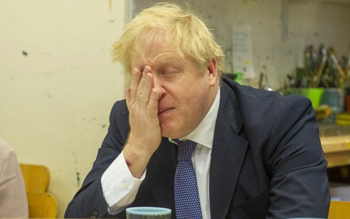 Thủ tướng Anh Johnson mệt mỏi vì Covid-19. Ảnh: Getty.
