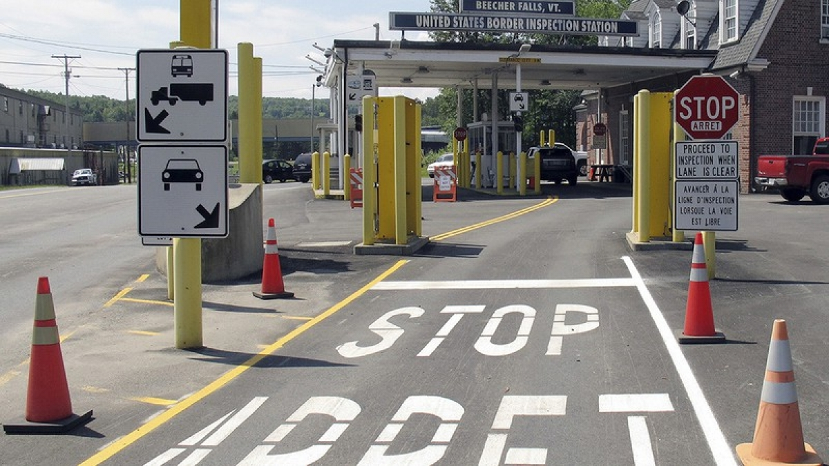 Mỹ, Canada và Mexico nhất trí gia hạn những hạn chế qua lại biên giới. Ảnh: Politico