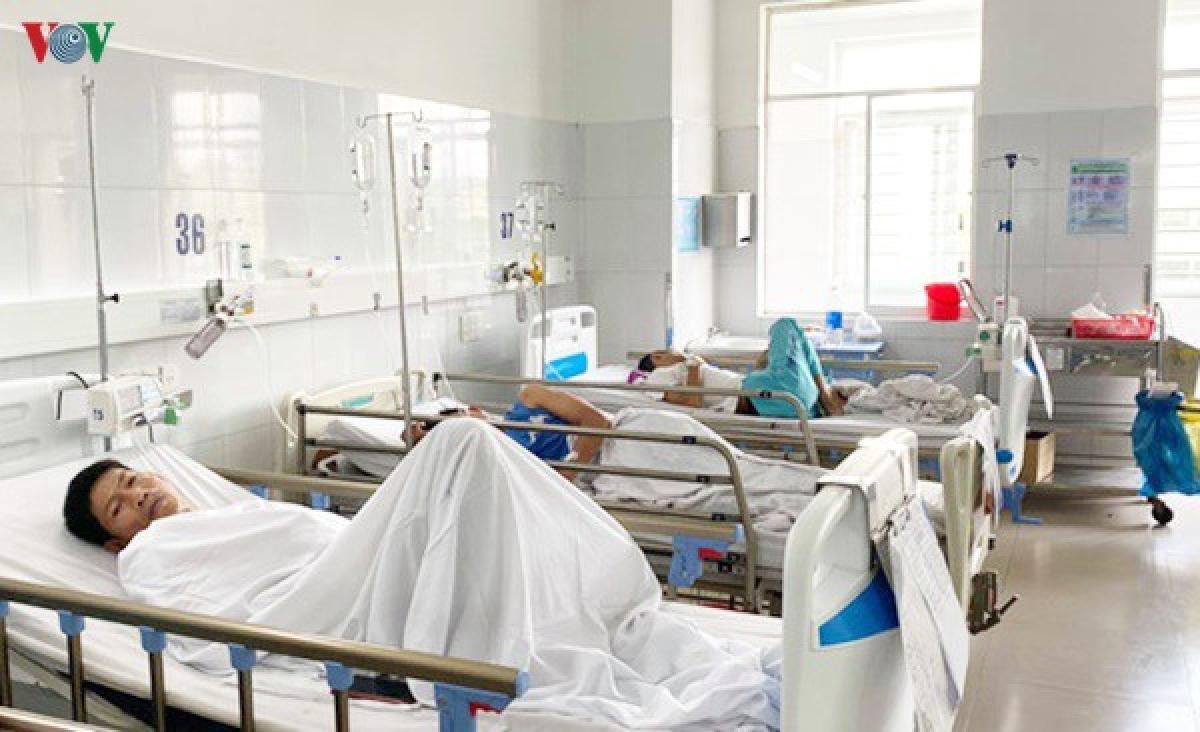 Các bệnh nhân ngộ độc nặng được chuyển đến điều trị tại BV Đà Nẵng.