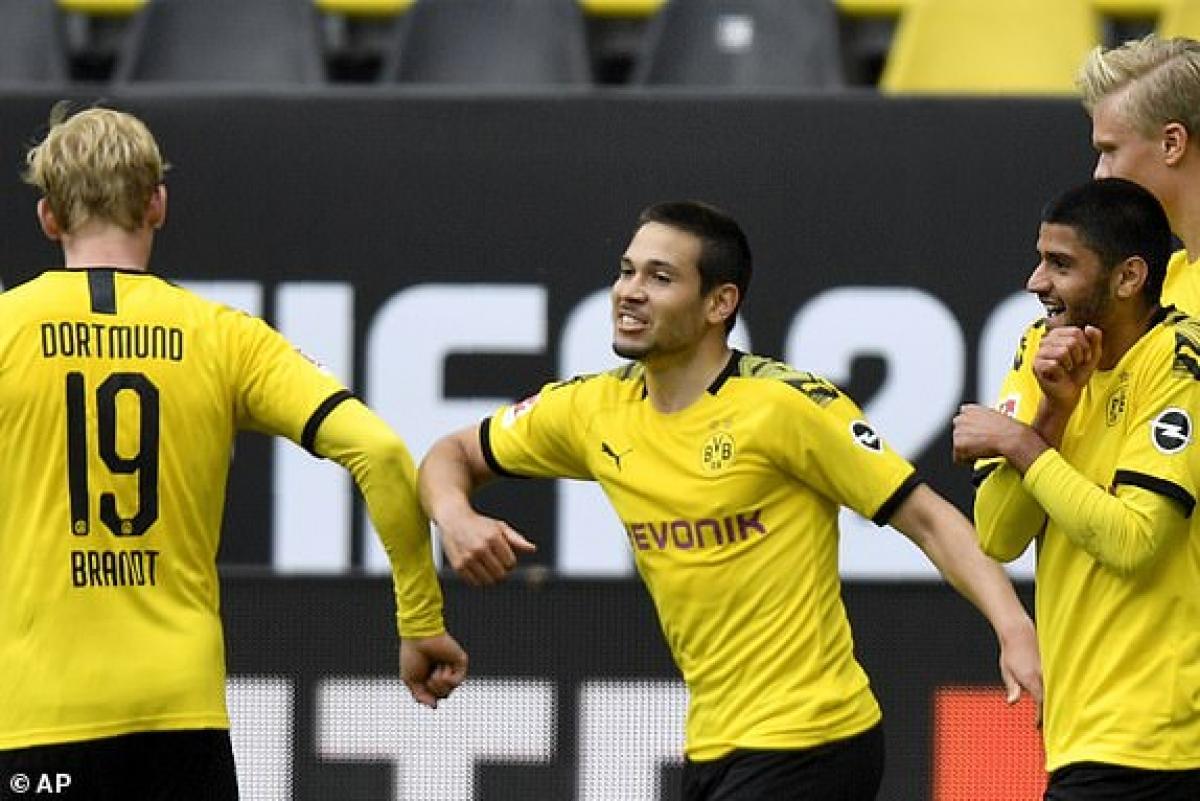 Raphael Guerreiro  (giữa) ghi cú đúp ở trận đấu này (Ảnh: AP).