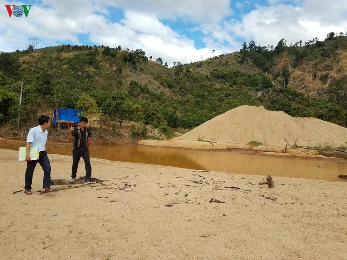 Một điểm khai thác cát trái phép bị xử phạt tại Gia Lai.