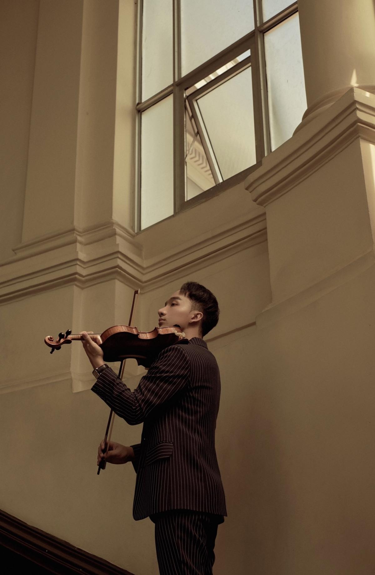 Nghệ sĩ violin Hoàng Rob.