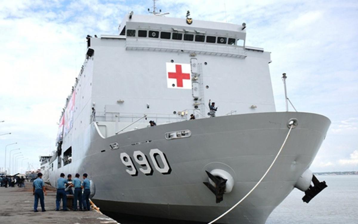 Tàu chiến Bệnh viện bác sĩ Soeharso tham gia ứng phó đại dịch Covid-19 (Ảnh: Republika).