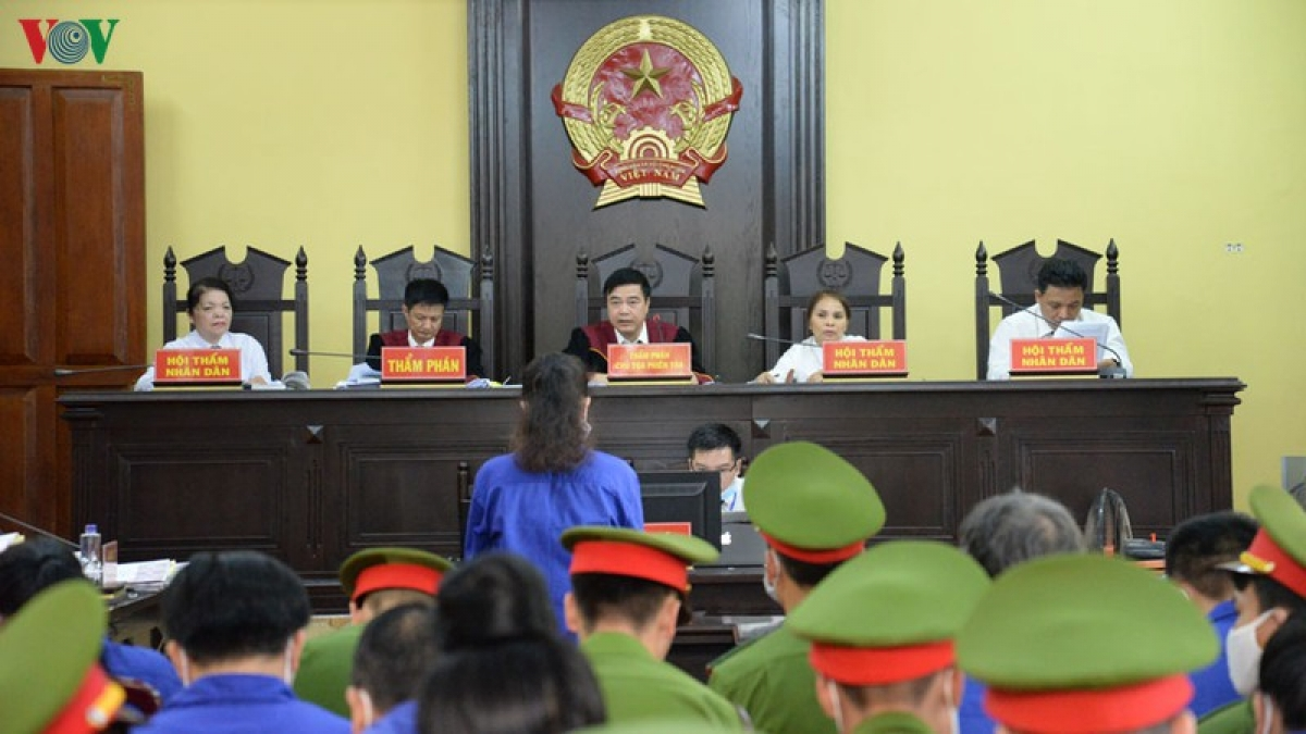 Chiều 21/5, Hội đồng xét xử tiến hành xét hỏi theo nhóm hành vi đối với các bị cáo.