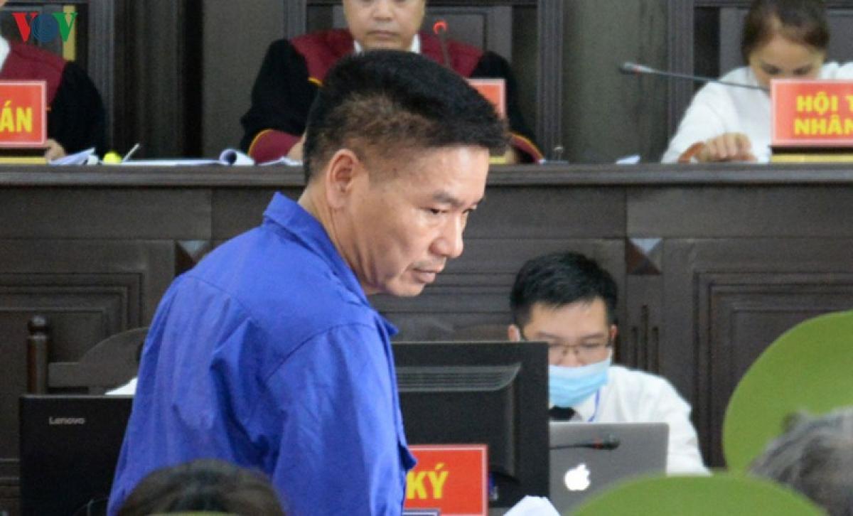Cựu Phó giám đốc Sở Giáo dục và Đào tạo tỉnh Sơn La Trần Xuân Yến tại tòa.