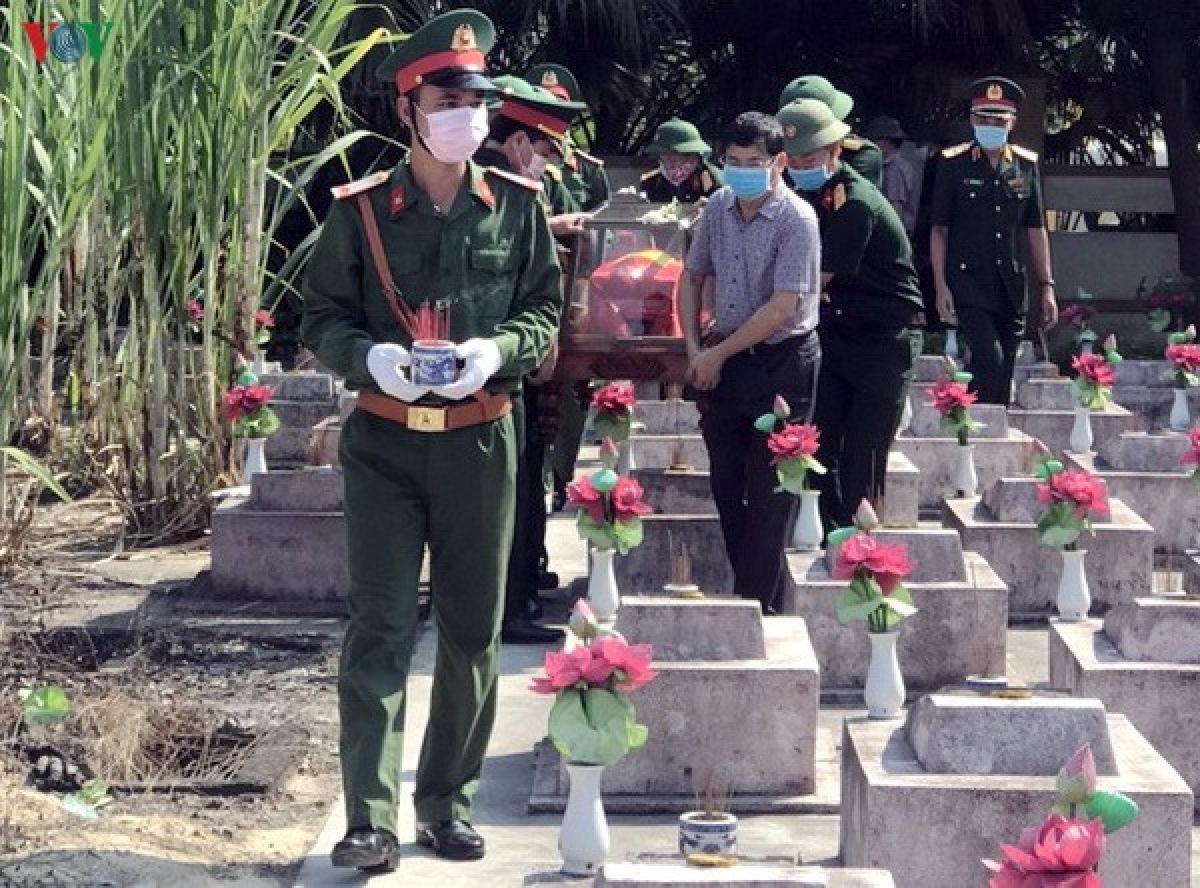 Truy điệu và an táng các liệt sĩ tại Nghĩa trang liệt sĩ Ba Dốc, huyện Bố Trạch.