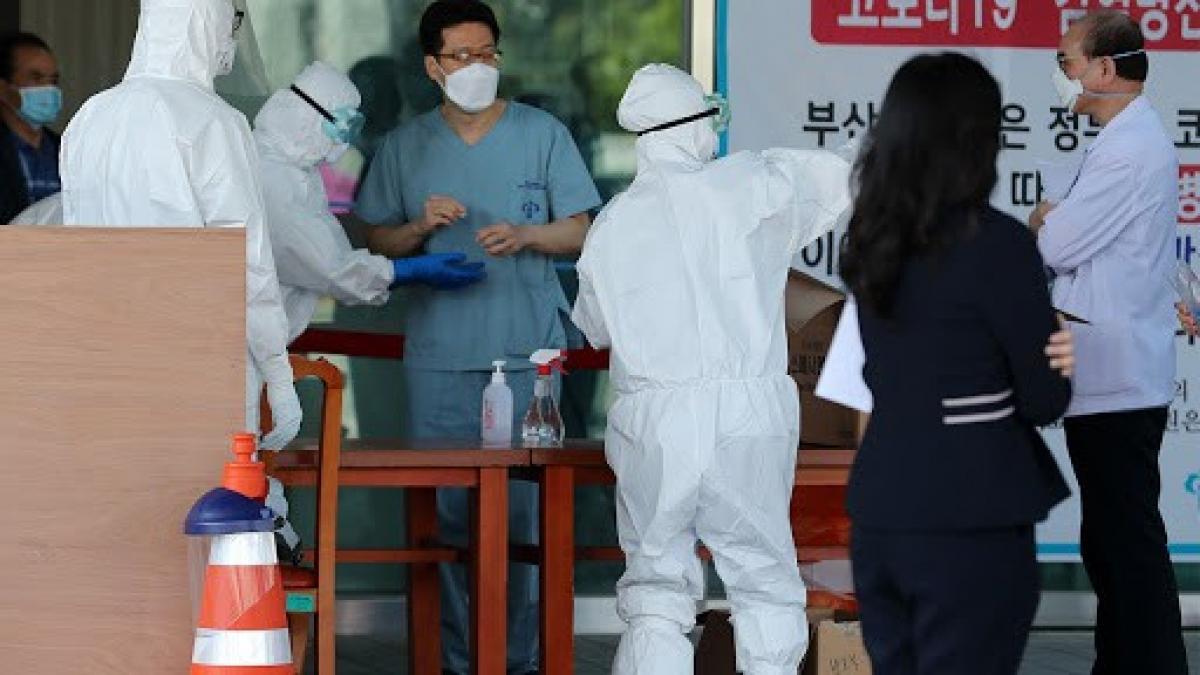 Nhiều nhân viên y tế Hàn Quốc mắc Covid-19. Ảnh: Arirang