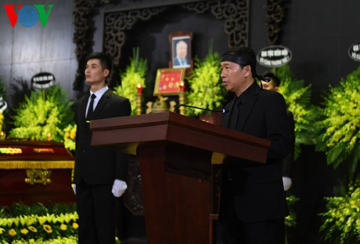 Đại diện gia đình nguyên Chủ nhiệm Văn phòng Quốc hội Vũ Mão phát biểu tại Lễ truy điệu.