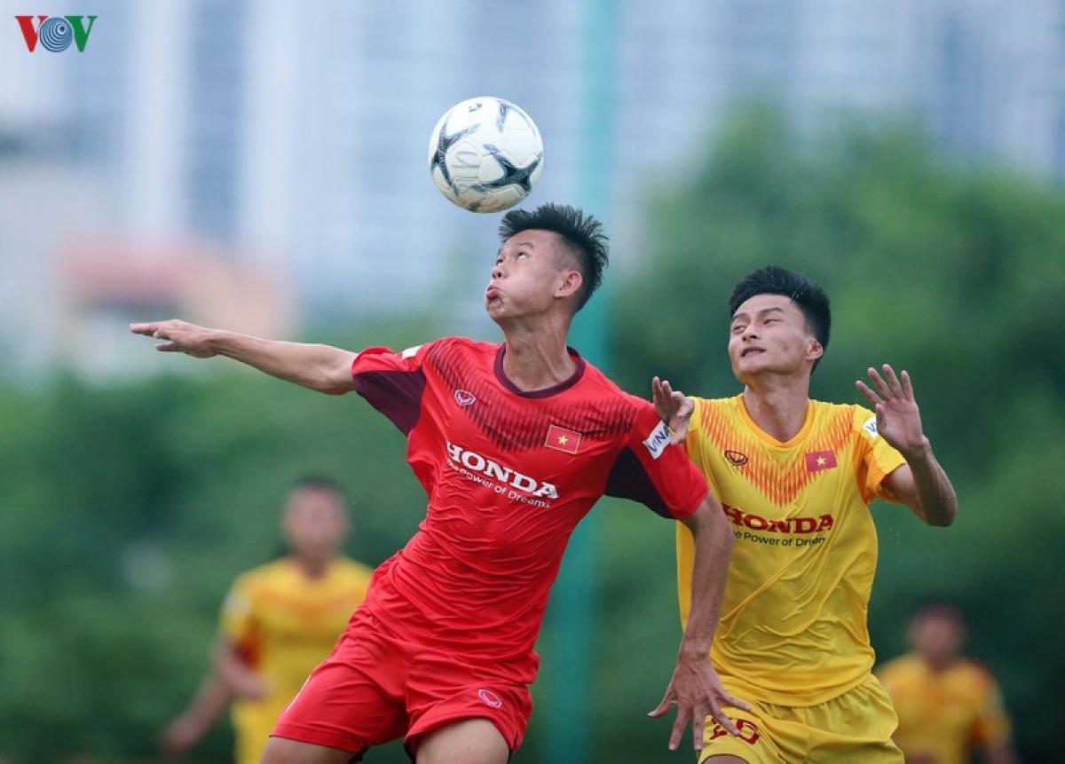 Đội đỏ được chơi hơn người trong hơn 10 phút cuối trận, nhưng không thể gỡ hòa (Ảnh: Vy Vũ).