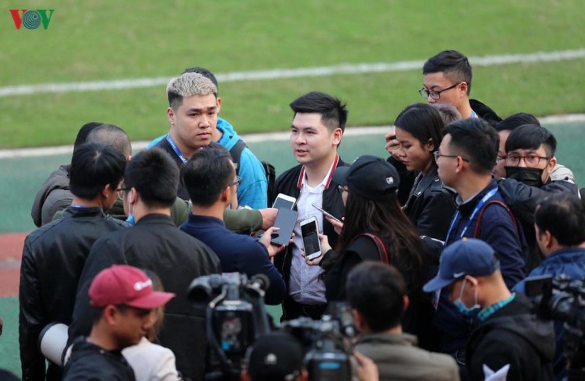 Ông Đỗ Vinh Quang chia sẻ với truyền thông thời điểm Văn Hậu mới sang Hà Lan khoác áo Heerenveen.