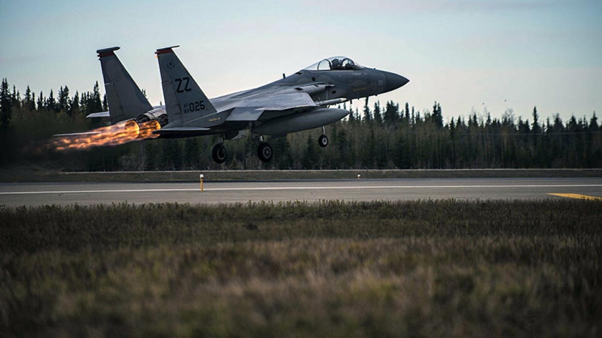 F-15_0.jpg
