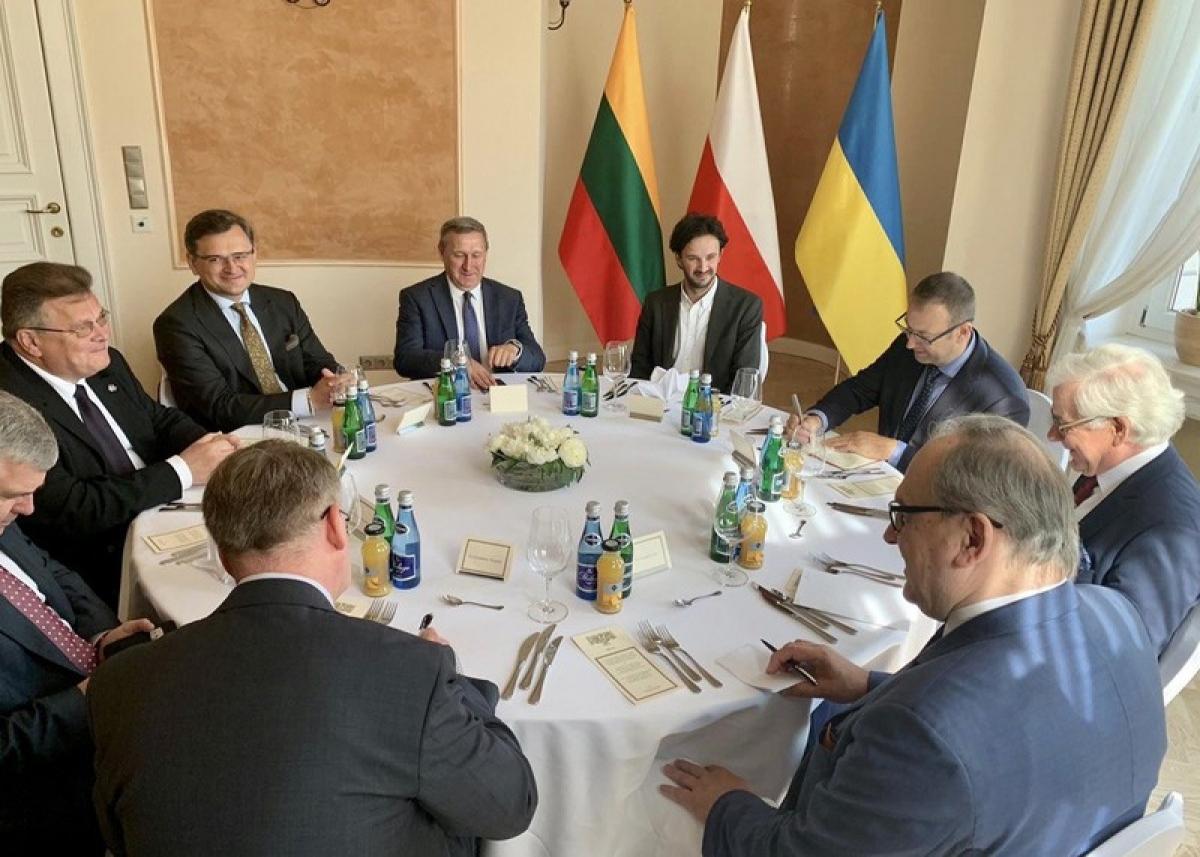 Cuộc hợp giữa đại diện 3 nước Ba Lan, Litva và Ukraine. Ảnh: 112.international.