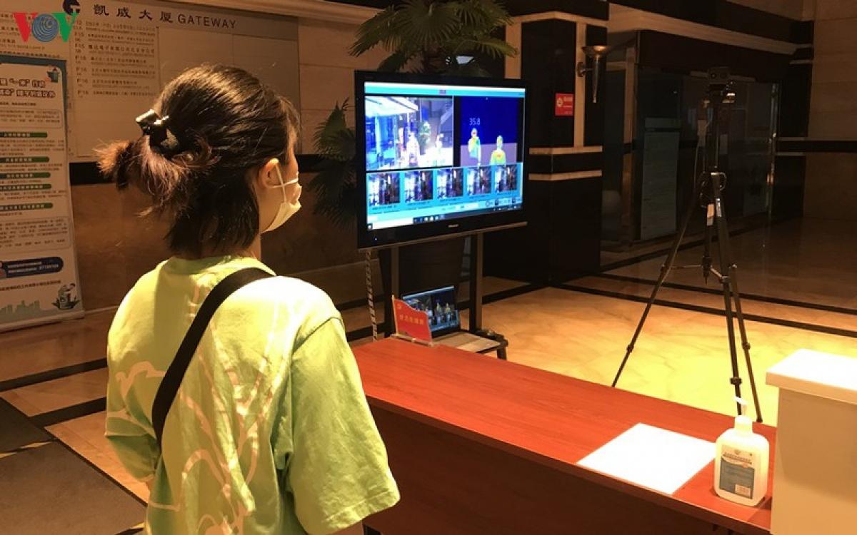 Công tác phòng chống lây nhiễm Covid-19 trong khu dân cư ở Trung Quốc được triển khai nghiêm túc.