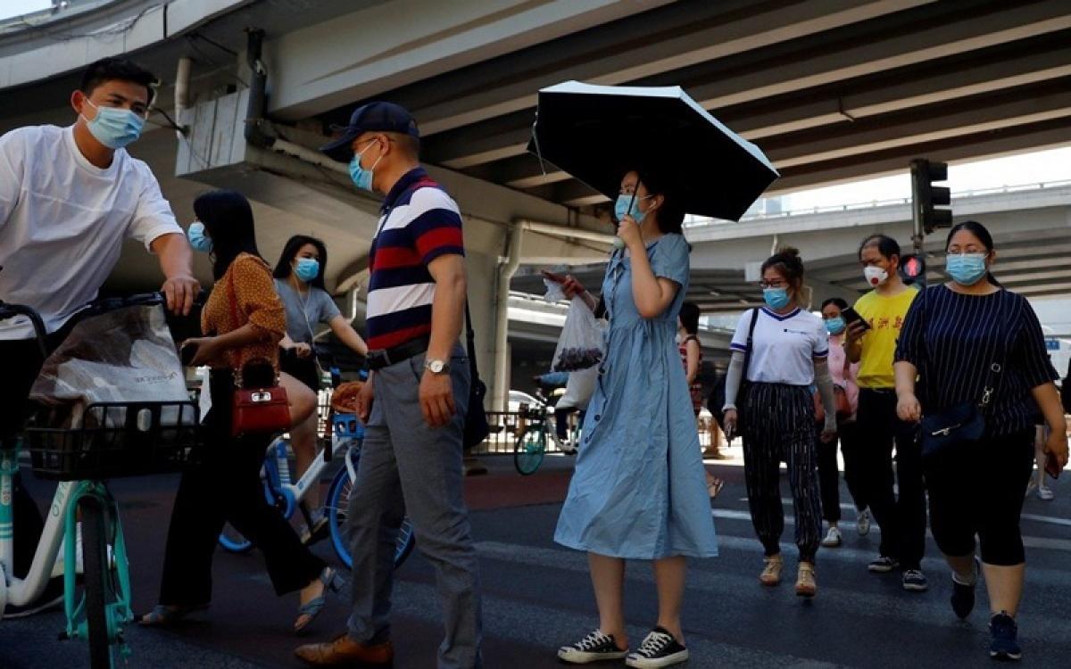Giờ cao điểm ở 1 thành phố của Trung Quốc trong mùa dịch Covid-19. Ảnh: Reuters.