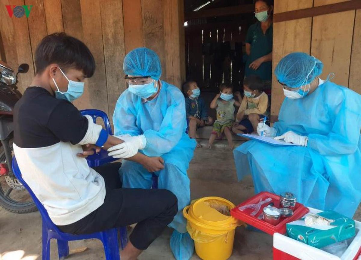 Khám sàng lọc cho người dân Cư Pui, Krông Bông