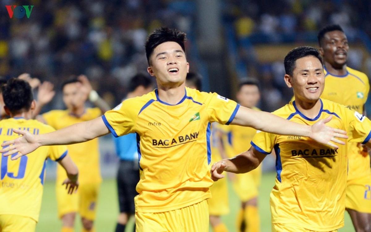 Đặng Văn Lắm vắng mặt ở vòng 9 V-League 2020 vì án treo giò (Ảnh: Dương Thuật).