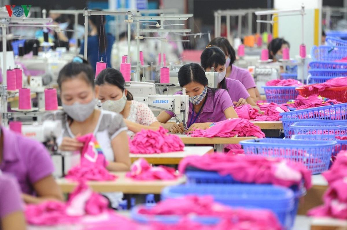 Xuất khẩu của ngành dệt may sẽ tiếp tục sụt giảm trong 6 tháng cuối năm. (Ảnh minh họa)