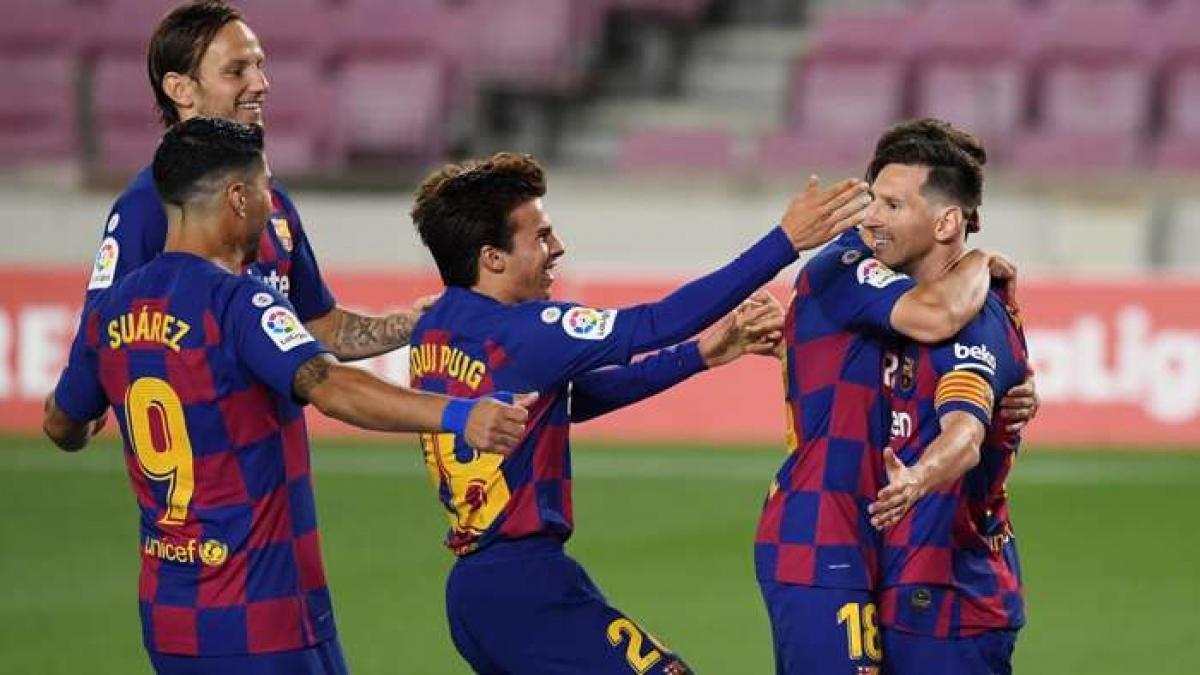 Barca bị Atletico Madrid cầm hòa 2-2 ở trận đấu sớm vòng 33 La Liga (Ảnh: Getty).
