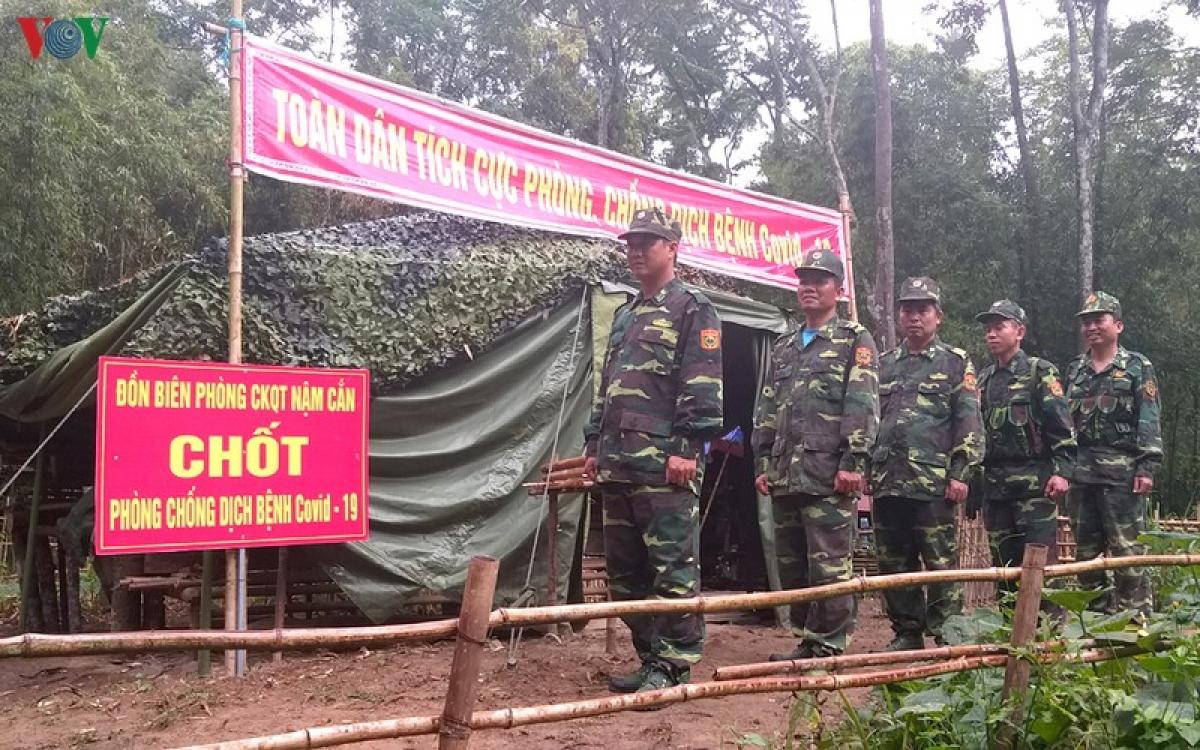 Suối Nặm Cắn là biên giới 2 nước Việt Nam-Lào