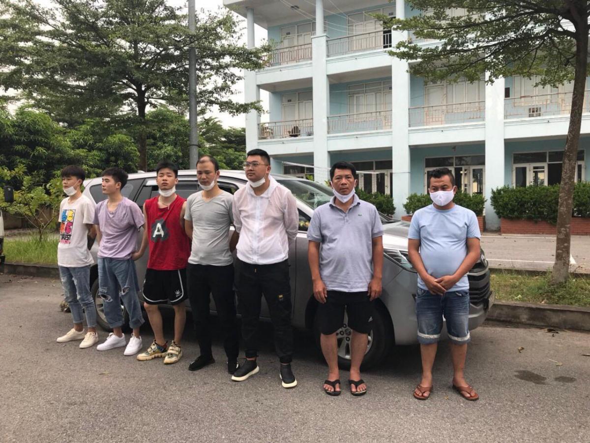 8 người Trung Quốc nhập cảnh trái phép vào TPHCM: Trung tâm Kiểm soát bệnh tật TPHCM (HCDC) cho biết, vừa phát hiện 8 người Trung Quốc và 1 người Việt Nam nhập cảnh trái phép tại Quận 12, hiện đã được đưa đi cách ly ở huyện Củ Chi.